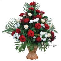 траурная корзина из живых цветов №2