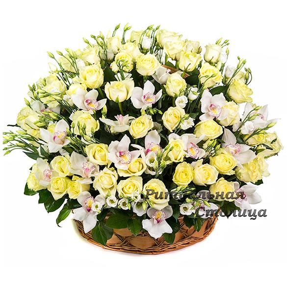ритуальная корзина из живых цветов №15